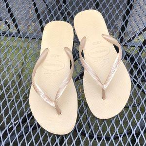 Havaianas tan/gold sandals